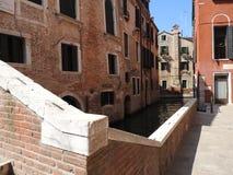 Έξοχη ιστορική αρχιτεκτονική πετρών της Βενετίας, περίπου, της ηλιόλουστης Ιταλίας στοκ εικόνες