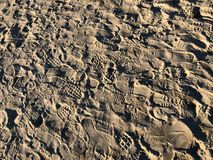 Ίχνη στην άμμο της παραλίας στοκ φωτογραφίες με δικαίωμα ελεύθερης χρήσης