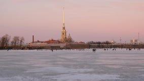 Αγία Πετρούπολη το χειμώνα Άποψη του Peter και του φρουρίου του Paul απόθεμα βίντεο