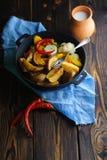 Αγροτικό πιάτο με το γάλα και τις πατάτες στοκ εικόνες με δικαίωμα ελεύθερης χρήσης