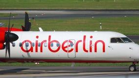 Αεροπλάνο που μετακινείται με ταξί πριν από την αναχώρηση φιλμ μικρού μήκους