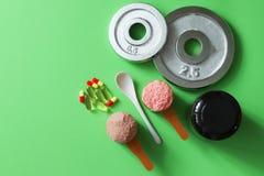 Αθλητικοί ιατρικές βιταμίνες, δίσκοι και φάρμακα στοκ εικόνα με δικαίωμα ελεύθερης χρήσης
