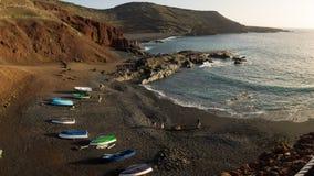 Ακτή Lanzarote στο ηλιοβασίλεμα στη EL Golfo δίπλα στη λιμνοθάλασσα Clicos στοκ εικόνα με δικαίωμα ελεύθερης χρήσης