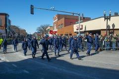 Αμερικανική ακτοφυλακή Μάρτιος στην παρέλαση Βοστώνη, ΗΠΑ ημέρας Αγίου Πάτρικ στοκ φωτογραφία με δικαίωμα ελεύθερης χρήσης