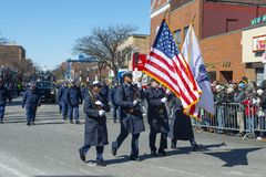Αμερικανική ακτοφυλακή Μάρτιος στην παρέλαση Βοστώνη, ΗΠΑ ημέρας Αγίου Πάτρικ στοκ εικόνες