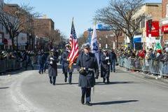 Αμερικανική ακτοφυλακή Μάρτιος στην παρέλαση Βοστώνη, ΗΠΑ ημέρας Αγίου Πάτρικ στοκ φωτογραφίες με δικαίωμα ελεύθερης χρήσης