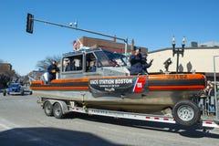 Αμερικανική βάρκα ακτοφυλακής στην παρέλαση Βοστώνη, ΗΠΑ ημέρας Αγίου Πάτρικ στοκ φωτογραφία με δικαίωμα ελεύθερης χρήσης