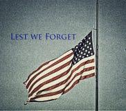 Αμερικανική σημαία στο μισό προσωπικό στη Πόλη της Οκλαχόμα στοκ εικόνα