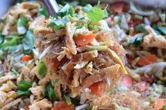 Ανακατώστε τις γραμμές τηγανητών που μαγειρεύουν Ταϊλανδό στοκ φωτογραφία με δικαίωμα ελεύθερης χρήσης