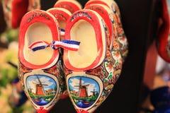 Αναμνηστικά και δώρα από τις Κάτω Χώρες Παπούτσια του Άμστερνταμ clogs στοκ φωτογραφίες