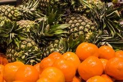 ανασκόπηση ή σύσταση ανανάς καρπού τροπικός Καλοκαίρι και εξωτικός Βιταμίνες και χρήσιμα φρούτα Τρόφιμα αγορά στοκ εικόνα με δικαίωμα ελεύθερης χρήσης