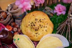 αναπτυγμένος Shorgogal Εθνική ζύμη του Αζερμπαϊτζάν, Qogal Φρέσκες ζύμες Gogal, γλυκιά πλήρωση Εκλεκτική εστίαση στοκ εικόνες