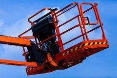 Ανύψωση του καλαθιού γερανών για το μηχανικό Έννοια βιομηχανίας με το γερανό ανύψωσης εργοτάξιων οικοδομής στοκ φωτογραφίες με δικαίωμα ελεύθερης χρήσης