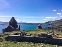 Αρμενικό μοναστήρι Sevanavank στη λίμνη Sevan την άνοιξη στοκ εικόνες