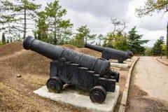 Αρχαία πυροβόλα όπλα σε μια σειρά στοκ εικόνες