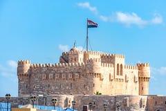 Αρχαίο στρατιωτικό οχυρό Qaitbay στη μεσογειακή ακτή της Αφρικής στην Αλεξάνδρεια στοκ εικόνες με δικαίωμα ελεύθερης χρήσης