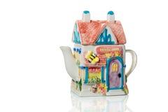 Αρχικό teapot υπό μορφή σπιτιού τσαγιού στοκ φωτογραφίες
