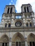 Αρχιτεκτονικές λεπτομέρειες της Παναγίας των Παρισίων Καθεδρικός ναός της Notre Dame - ο διασημότερος γοτθικός Ρωμαίος - καθολικό στοκ εικόνα με δικαίωμα ελεύθερης χρήσης