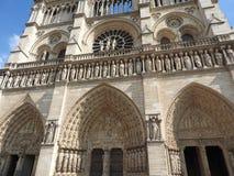 Αρχιτεκτονικές λεπτομέρειες της Παναγίας των Παρισίων Καθεδρικός ναός της Notre Dame - ο διασημότερος γοτθικός Ρωμαίος - καθολικό στοκ φωτογραφίες