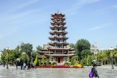 Αρχιτεκτονική παραδοσιακού κινέζικου της παγόδας στο κύριο τετράγωνο της πόλης Zhangye στοκ φωτογραφία με δικαίωμα ελεύθερης χρήσης