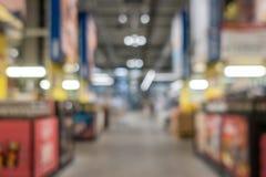 Αφηρημένη λεωφόρος αγορών θαμπάδων στο εσωτερικό τμημάτων και μαγαζί λιανικής πώλησης για το υπόβαθρο στοκ φωτογραφία με δικαίωμα ελεύθερης χρήσης