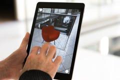 Αυξημένη πραγματικότητα app - που τοποθετεί τα έπιπλα στο διάστημα του AR στοκ φωτογραφία