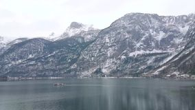 Απολαύστε τη εικονική παράσταση πόλης χειμερινών όχθεων της λίμνης Hallstatt, Salzkammergut, Αυστρία απόθεμα βίντεο