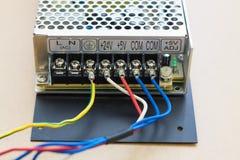 απομονωμένο λευκό μετατροπής παροχής ηλεκτρικού ρεύματος ανασκόπησης κινηματογράφηση σε πρώτο πλάνο στοκ φωτογραφίες