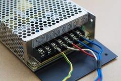 απομονωμένο λευκό μετατροπής παροχής ηλεκτρικού ρεύματος ανασκόπησης κινηματογράφηση σε πρώτο πλάνο στοκ εικόνες με δικαίωμα ελεύθερης χρήσης