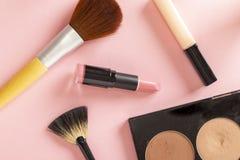 Αποτελέστε και προϊόντα ομορφιάς στοκ εικόνα με δικαίωμα ελεύθερης χρήσης