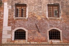 Απόψεις κατά μήκος ενός καναλιού στη Βενετία στοκ εικόνες