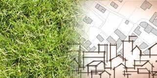 Από τη φύση σε μια νέα πόλη - εικόνα έννοιας με μια πράσινη περιοχή χλόης που εξασθενίζει στο χάρτη μιας φανταστικής πόλης με τα  ελεύθερη απεικόνιση δικαιώματος