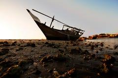 Βάρκα στην ακτή στοκ εικόνα