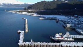 Βάρκες εργασίας στο από την Αλάσκα νερό απόθεμα βίντεο