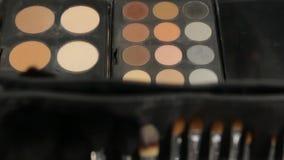 Βούρτσες Makeup σκιών ματιών απόθεμα βίντεο