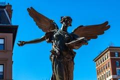 Βοστώνη, ΗΠΑ 1 Μαρτίου 2019: Το άσπρο μνημείο του George Robert, τοπικά καλούμενο ο άγγελος, είναι για πολλούς κατοίκους και στοκ εικόνα με δικαίωμα ελεύθερης χρήσης