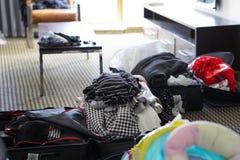 Βρωμίστε στο δωμάτιο στο σπίτι στοκ φωτογραφία με δικαίωμα ελεύθερης χρήσης