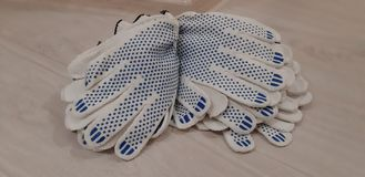 Γάντια για την οικογένεια, την επισκευή και τη βιομηχανική εργασία στοκ εικόνα με δικαίωμα ελεύθερης χρήσης