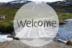 Γέφυρα στα βουνά της Νορβηγίας, αγγλική υποδοχή κειμένων στοκ εικόνα