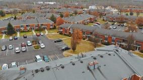 Γειτονιά με τα κατοικημένα σπίτια και driveways, προγραμματισμός χρήσης γης απόθεμα βίντεο