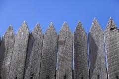 Γκρίζοι στύλοι ξυλείας στοκ εικόνες