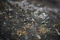 Γκρίζος-χρυσό υπόβαθρο με τα κυριώτερα σημεία Bokeh στοκ εικόνες