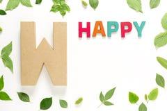 Γράμμα W και ευχαριστημένος από τα πράσινα φύλλα στοκ εικόνες