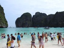 Γραφικές απόψεις της θάλασσας και της παραλίας σε Phuket, Ταϊλάνδη μια σαφή ημέρα στοκ φωτογραφία με δικαίωμα ελεύθερης χρήσης