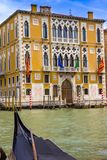 Γόνδολα στο κανάλι στη Βενετία στοκ εικόνα με δικαίωμα ελεύθερης χρήσης