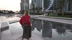 Γυναίκα τουριστών δυτικών κόλπων απόθεμα βίντεο