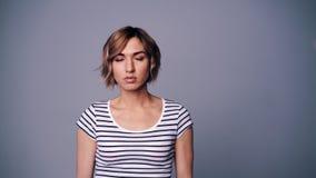 Γυναίκα πορτρέτου τριών συγκινήσεων φιλμ μικρού μήκους