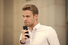 Εάν Εγώ να καλέσουν την πρώτη επιτυχία στις κινητές διαπραγματεύσεις Ξοδεψτε λεπτά πριν από την κλήση για να μαζευτείτε Κάνετε το στοκ εικόνα