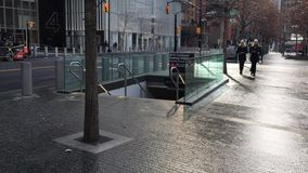 Είσοδος υπογείων στο plaza του World Trade Center φιλμ μικρού μήκους