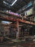 Εγκαταλειμμένες εγκαταστάσεις παραγωγής ενέργειας οδών αγοράς η Νέα Ορλεάνη στοκ εικόνα με δικαίωμα ελεύθερης χρήσης